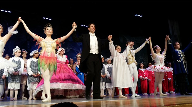 Nutcracker Ballet with Students from Miss Pattis Dance Studio and the Donetsk Ballet